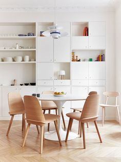 Kitchen in white and wood - via cocolapinedesign.com