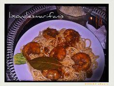 Γαριδομακαρονάδα με κόκκινο γλυκό κρασί Meat, Chicken, Food, Meals, Yemek, Buffalo Chicken, Eten, Rooster