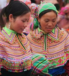 Hmong Style  http://aphs.worldnomads.com/seesea/13419/flower_hmong_girls.jpg