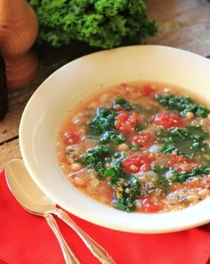 Quinoa and Kale Soup. Quinoa and Kale Soup is a full on blast of healthy! Soup Recipes, Vegetarian Recipes, Cooking Recipes, Healthy Recipes, Vegetarian Lifestyle, Healthy Soups, Kale Recipes, Chowder Recipes, Healthy Dishes