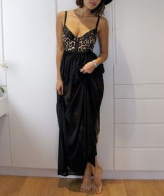 DIY Weekly – Sheer Black Maxi Skirt « a pair & a spare Link for Tutorial: http://apairandasparediy.com/2011/01/diy-weekly-sheer-black-maxi-skirt.html