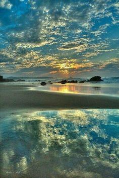 Sunrise at Valdearenas Beach, Spain Beautiful Sky, Beautiful Beaches, Beautiful Landscapes, Beautiful World, Beautiful Landscape Photography, Pretty Pictures, Cool Photos, Am Meer, Jolie Photo