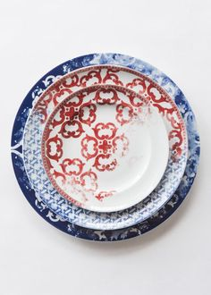 Timeless challenges any classification. A selection of decorative elements gives way to rich heritage with . Fine China Dinnerware, Porcelain Dinnerware, Ceramic Tableware, Ceramic Art, New Years Dinner, Design Palette, Plate Design, Fine Porcelain, Decorative Accessories