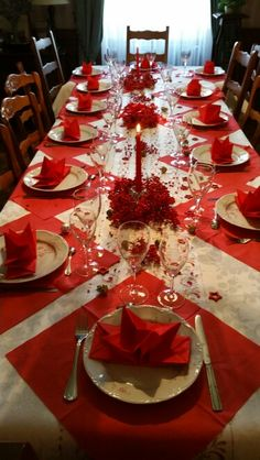 Favorite Christmas Table Decoration Ideas In 2019 - Christmas decorations include outdoor decorations, indoor decorations, Christmas table decorations and other such similar decorations to create the fe. Christmas Party Table, Christmas Dining Table, Christmas Table Centerpieces, Christmas Table Settings, Christmas Tablescapes, Christmas Home, Holiday Tables, Red Centerpieces, Holiday Dinner