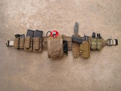 War belt : featuring kydex coyote brown m&p handgun, tactical field knife, magpul pmag magazine pouches, m&p handgun magazine pouches