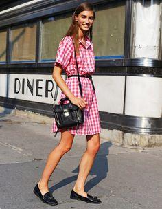 plaid-dress-street-style-flat-mocassim-black-bag