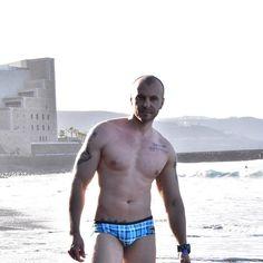 I KNOW YOURE WATCHING #bello #wapo #aussiebum #beach #hotasfuck #gayespaña #gaylaspalmas #grancanaria #laspalmas #cachas #guapeton #model #pose #gymrat #fitnessaddict #tattoo #gayinked #inkedguys #bald #gay #gaystagram #muscle #dilf #chicogay #chicosguapos #hunk #stud