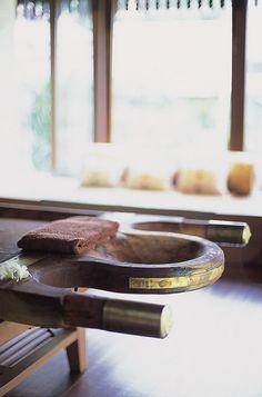 Abhyanga table