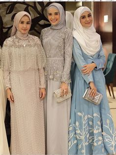 Baju pesta muslim aawwww so pretty Hijab Gown, Kebaya Hijab, Hijab Dress Party, Kebaya Dress, Dress Pesta, Dress Brokat Muslim, Muslim Dress, Kebaya Muslim, Muslim Hijab