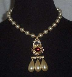 Queen Elizabeth's pearl and ruby necklace. Historians say it's possible that the pearls may have belonged originally to her mother, Anne Boleyn.