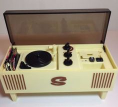 1970s-Sindy-Doll-Record-Player-Radio-HiFi-Cabinet-3-Records Records Search, Retro 2, Sindy Doll, Barbie Furniture, Record Player, Vintage Dolls, 1970s, Cabinet, Modern