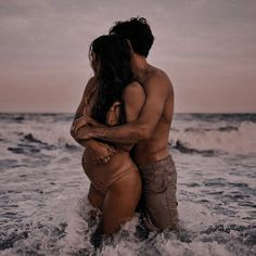 Pregnancy Goals, Pregnancy Photos, Plage Couples, Maternity Studio, Pretty Pregnant, Belly Photos, Future Mom, Couple Aesthetic, Cute Couple Pictures