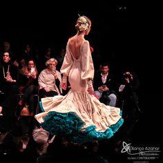 Pedro Béjar nos maravilla con #OMNIUM donde #BlancoAzahar ha tenido el placer de colaborar con sus #Floresdeflamenca . Simof 2018 - Salón Internacional de Moda Flamenca 2018 en Fibes Sevilla. Colección que toma el nombre originario de la localidad natal del diseñador, #Hinojos. #PedroBéjar #moda #fashion #ModaFlamenca #Sevilla #TrajesdeFlamenca #Simof #photography by @LolaMontiel Victorian, Statue, Dresses, Fashion, Xmas, Flamingo, Vestidos, Moda, Fashion Styles