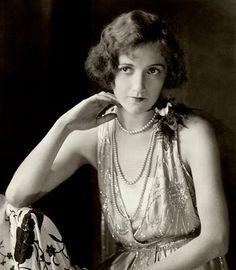 Constance Talmadge, actriz estadounidense (19 de abril de 1897 - 23 de noviembre de 1973)