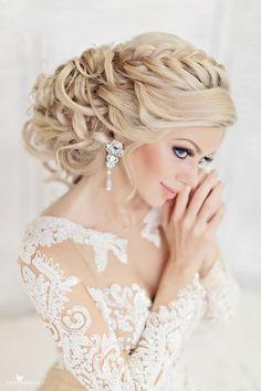 Свадебная прическа и макияж на дому от профессиональных стилистов студии «Websalon wedding». Наши стилисты-визажисты создадут ваш неповторимый свадебный образ с учетом модных тенденций и индивидуальных особенностей.