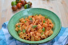 Mezze maniche con seppie di Totò. - Silvia Pasticci Italian Recipes, Pasta Salad, Macaroni And Cheese, Ethnic Recipes, Food, Calendar, Book, Crab Pasta Salad, Mac And Cheese
