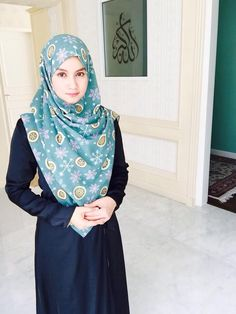 Black Label (Frozen) Muslim Girls, Muslim Women, Hijab Fashion, Fashion Outfits, Arabian Beauty, Hijabi Girl, Lady, Hijab Styles, Clothes