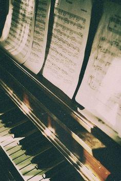 ♪♫♥Piano ♪♫♥.....La música es el corazón de la vida. Por ella habla el amor; sin ella no hay bien posible y con ella todo es hermoso. Franz Liszt