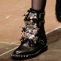 Motorcycle Boots Grunge Ideas For 2019 Biker Boots, Motorcycle Boots, Combat Boots, Diy Fashion, Fashion Shoes, Boots 2016, Saint Laurent Boots, St Laurent, Glam Rock