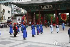 Changing of Guards at Gyeongbokgung Palace, Seoul, SK