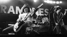 Johnny Ramone, Tommy Ramone and Joey Ramone of the Ramones Ramones, Joey Ramone, Punk Rock, Gamma Ray, Historia Do Rock, Queens, School Of Rock, High School, Celebrity Photography