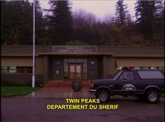 twin peaks decors | twin peaks saison 2 episode 1 more episode managerial staff twin peaks ...
