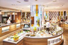 プレジール ライブキッチン Restaurant Layout, Classic Restaurant, Restaurant Design, Restaurant Bar, Chedi Hotel, Buffet Style Restaurants, Hotel Breakfast Buffet, Open Buffet, Counter Design