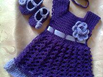 Baby-Kleid, Stirnband und Booties in weiß lila,