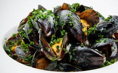 MUSSELS WITH FENNEL AND HERBS Serves 4 Mussels 1 kg mussels 1 fennel ...