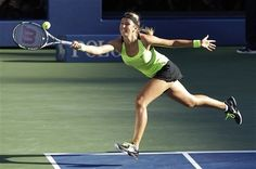 Victoria Azarenka, of Belarus, returns a shot to Serena Williams during the championship match at the 2012 US Open tennis tournament, Sunday, Sept. 9, 2012, in New York. (AP Photo/Kathy Willens)