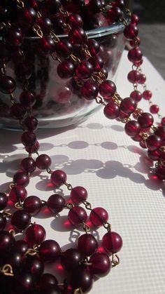 A Yard And A Half Of Vintage Cranberry Lucite Beaded Chain Plum Wine, Burgundy Wine, Red Wine, Shades Of Burgundy, Burgundy Color, Magenta, Color Borgoña, Marsala Wine, Dark Autumn
