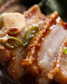 Braised Pork Belly Adobo By Chef Leah Cohen Recipe by Tasty Food Geschmorter Schweinebauch Adobo von Barbecue Pork Ribs, Braised Pork Belly, Pork Belly Recipes, Crispy Pork, Le Diner, Pork Dishes, Mets, Asian Recipes, Hawaiian Recipes