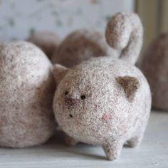 Beautiful cute Needle felting project wool animals cats (Via @stowaways_toys)