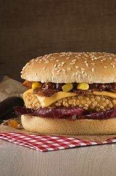 Burger IGLO par Maud Argaïbi, Photographe-auteur, installée à Paris, spécialisée dans la photographie culinaire et les natures mortes. Réalisations publicitaires, presse et édition. Devis gratuit.