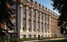 Das The Biltmore Mayfair bringt zeitgenössischen Luxus in Londons exkl. Mayfair London, Royal Park, Luxury Services, Brick Facade, Glass Facades, Green Park, Das Hotel, Main Entrance, West End