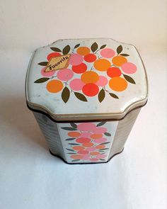 Vintage Biscuit Tin of Favorita Portuguese Manufacture of the