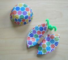 Schmetterlinge aus Klammern und Papierförmchen