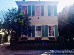 Pretty property on lower King Street, South of Broad, Charleston, SC #charleston #architecture #southofbroad #kingstreet