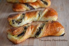 Delicious twisted puff pastry with chocolate and pastry cream made with the dough, the puff pastry raised easy and fast! French Pastries, Dough Recipe, Bagel, Granola, Coco, Biscuits, Food And Drink, Dessert Recipes, Cooking Recipes