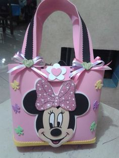 This Pin was discovered by Eli Minnie Y Mickey Mouse, Minnie Mouse Theme Party, Minnie Mouse 1st Birthday, Pink Minnie, Mickey Party, Craft Bags, Toy Craft, Diy Fabric Purses, Minnie Mouse Halloween Costume