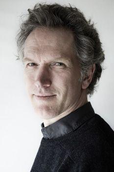 1998- 20 december: eerste uitvoering van Tien studies voor piano van Hans Abrahamsen