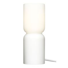 Harri Koskisen klassikoksi muodostunut Lantern-kynttilälyhty on saatavilla myös sähkövalaisimena. Lanternin tuttu muoto on veistoksellinen ja ylväs, ja se valaisee luontevasti myös sähköllä.