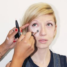The Right Way To Conceal Undereye Circles | The Zoe Report
