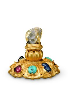 Yellow gold hat-top ornament with sapphire, Ming dynasty, 4.8-high, bottom diameter 5.2cm Crowns made of gold and jewels cover lotus pedestal yellow sapphire toppings composition of the deposit gems 7. © Hubei Provincial Museum 湖北省博物馆  6