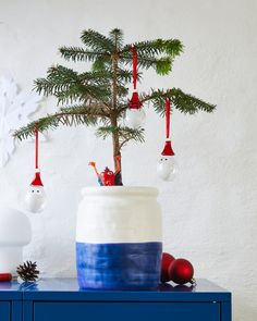 The IKEA Christmas Collection 2019 has arrived filled with cozy decorating ideas to get your home in the festive mood Ikea Christmas, Christmas Mood, Scandinavian Christmas, Christmas 2019, Christmas Tree Decorations, Christmas Ornaments, Holiday Decor, Navidad Diy, 242