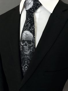 Gothic Fashion Men, Mens Fashion, Suit Fashion, Goth Guys, Goth Men, Mens Ties Crafts, Black Suit Men, Black Suit White Shirt, White Pocket Square