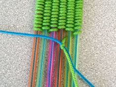 Funny figures with children weave - with straws-Lustige Figuren mit Kindern weben – mit Strohhalmen Children make – man and woman weave – with colored yarn and Wackelaugen Diy Jewelry To Sell, Diy Jewelry Holder, Diy Jewelry Making, Upcycled Crafts, Diy Crafts To Sell, Yarn Crafts, Fabric Crafts, Diy For Kids, Crafts For Kids