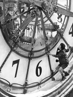 """""""Everything has a purpose, clocks tell you the time, trains takes you to places"""" Hugo. Absolutely adore this film Hugo Movie, I Movie, Movies Showing, Movies And Tv Shows, Hugo Cabret, Somewhere In Time, As Time Goes By, Martin Scorsese, Film Books"""