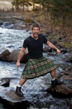 Check out the calves on this guy, who I think I'll refer to as sporty kilt guy. Previous Men in Kilts Posts Scottish Man, Scottish Kilts, Scottish Tartans, Scottish People, Scottish Gaelic, Man Skirt, Men In Kilts, As Roma, Komplette Outfits