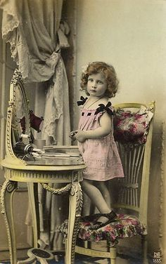 Victorian girl - pretty photograph hand tinted
